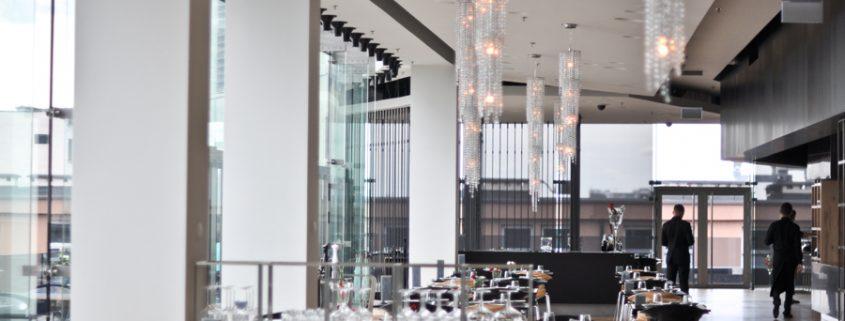 Lampadari Manooi nella Luxury Plaza Wolf Bracka, Manooi Crystal Chandeliers