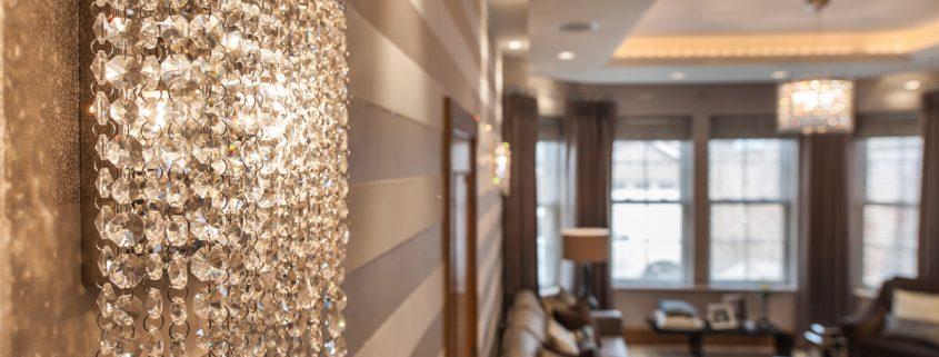Linea W lampade da parete di cristallo in una residenza privata, Manooi Crystal Chandeliers