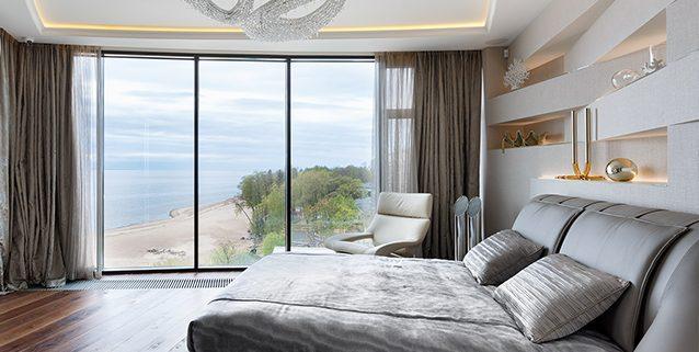 Composizione Polaris in una stanza da letto Moderna, Manooi Crystal Chandeliers